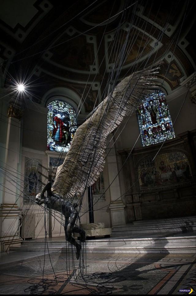Инсталляция в церкви