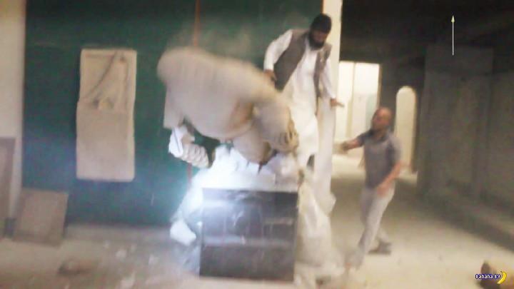 ИГИЛ с кувалдой против статуй