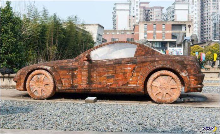 Кирпичный Mercedes