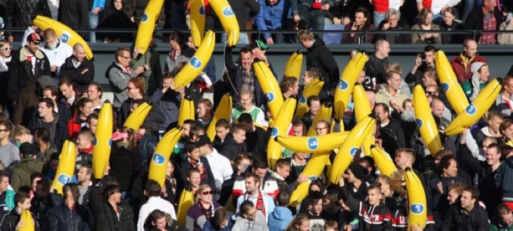 Бананы на стадионе - не расизм!