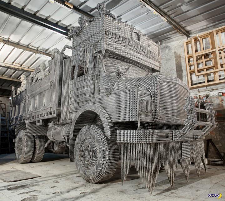 Посмотрите на этот грузовик!