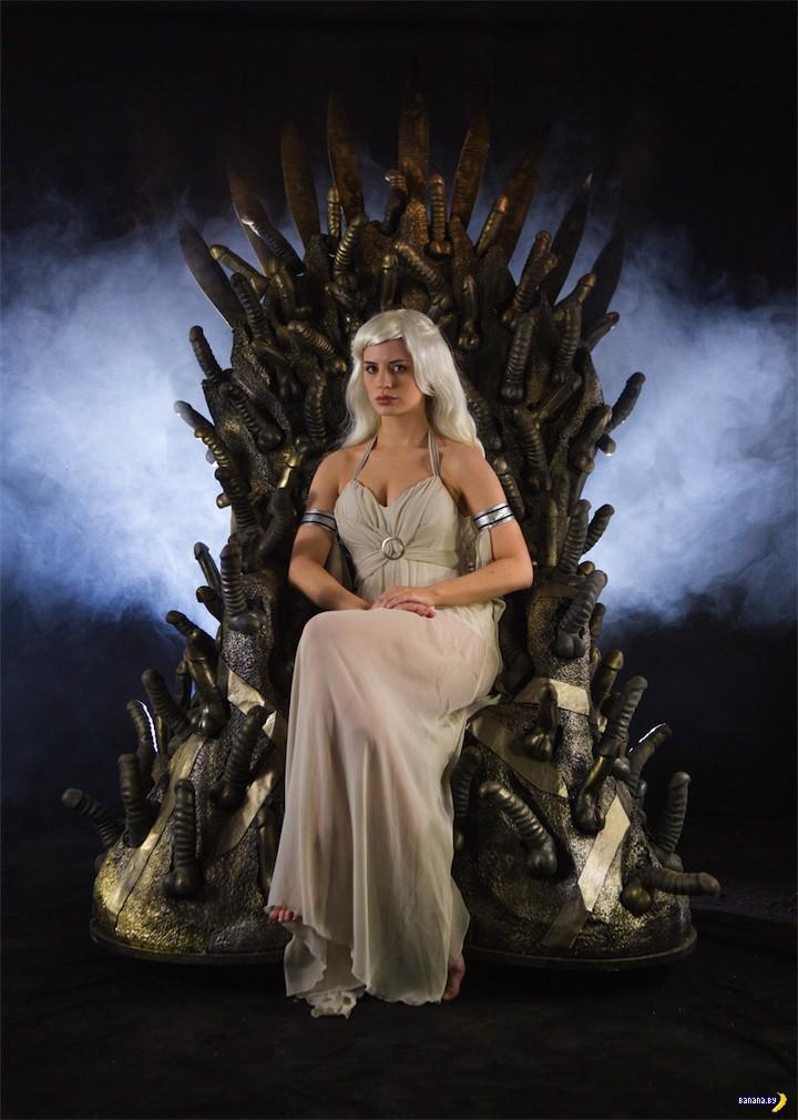 Странный трон