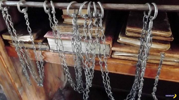 Книги на цепи