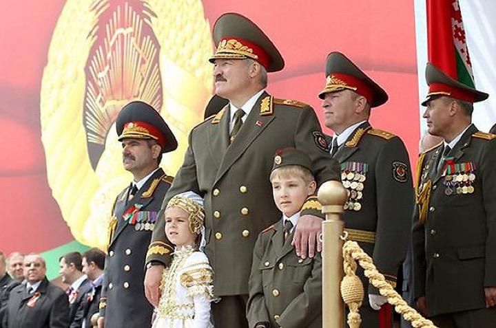 На Лукашенко не обиделись за парад