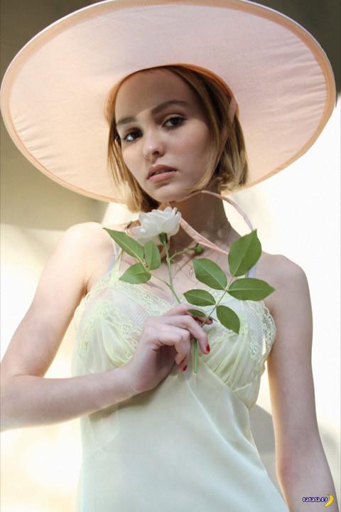 Лили-Роуз Депп теперь официально модель