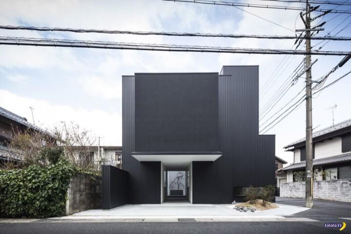 Черно-белый японский дом