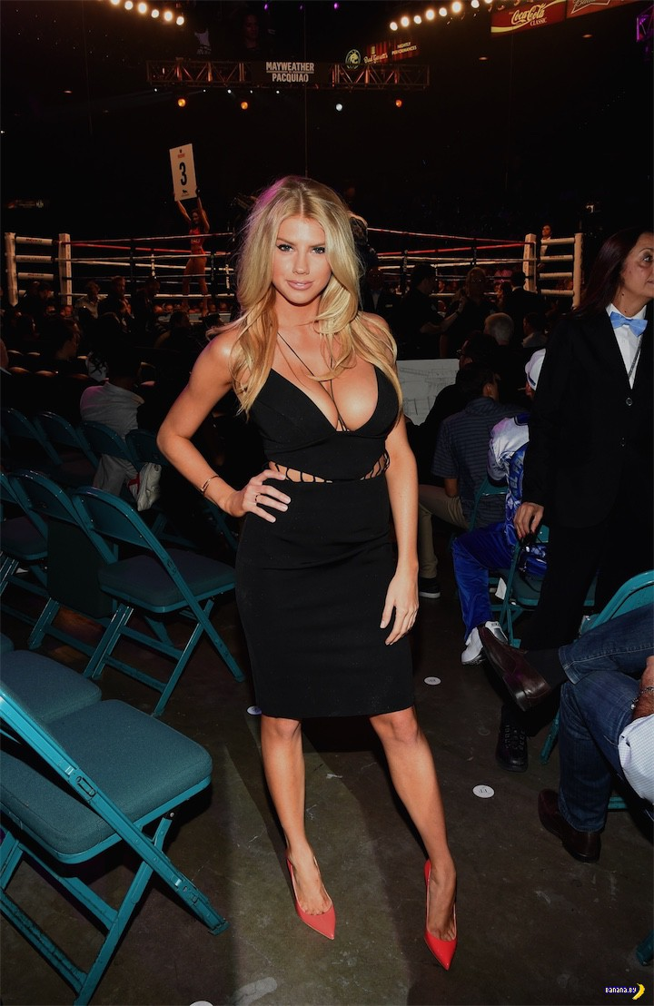 Шарлотта МакКинни на боксе