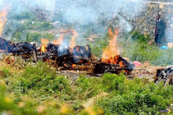 В Непале горят тысячи похоронных костров
