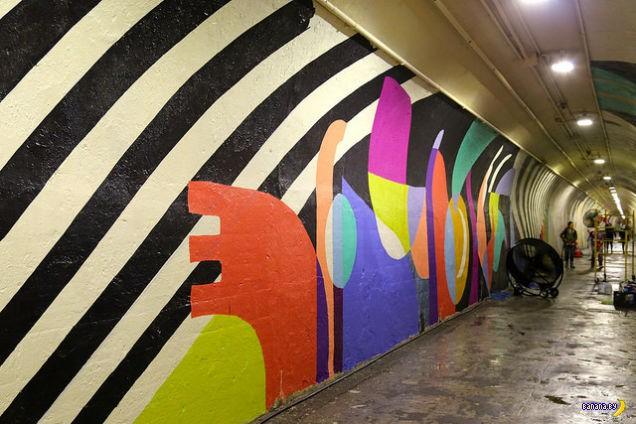 Тоннель в метро сносит крышу