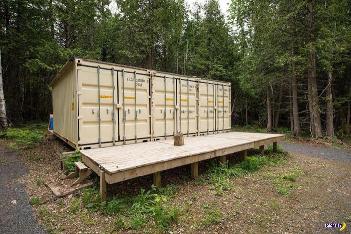 Три контейнера в лесу