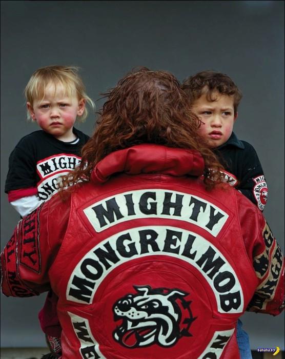 Члены банды  Mongrel Mob