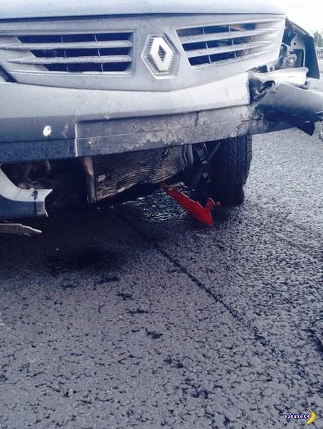Жуткая авария с мотоциклом в Петербурге