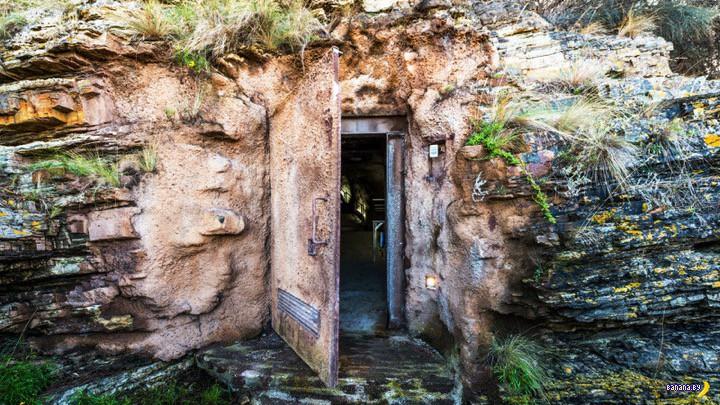 Продаётся ржавая дверь в скале и то, что за ней!