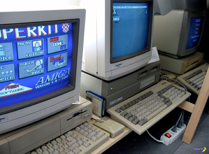 Древние компьютеры Commodore Amiga 2000 в строю!