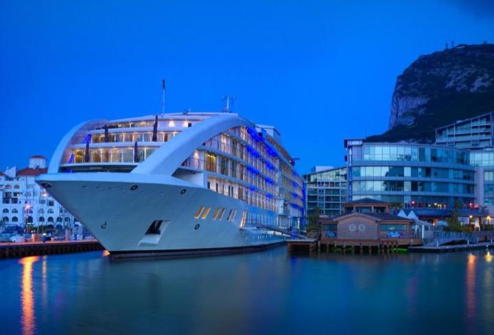Первая в мире супер-яхта с казино