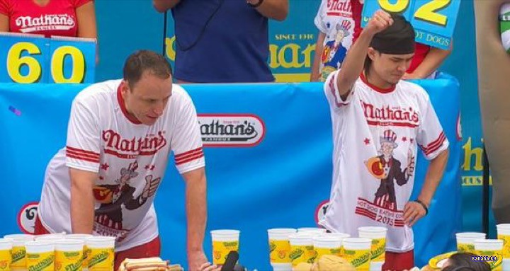 Коронован Чемпион Мира по поеданию хот-догов