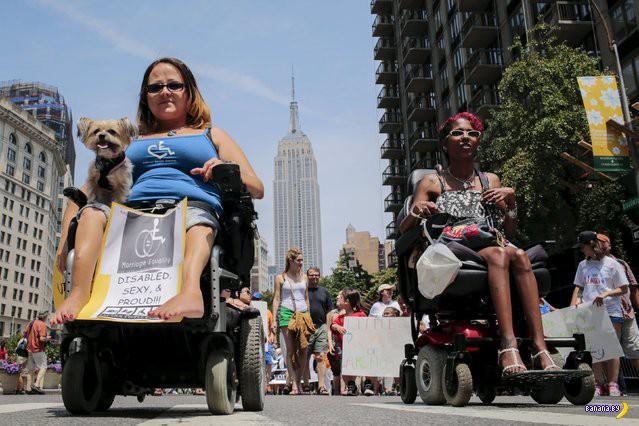 В Нью-Йорке прошел парад людей с ограниченными возможностями