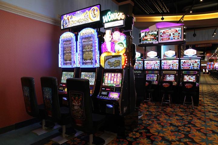 Конкистадоры на экране игрового автомата