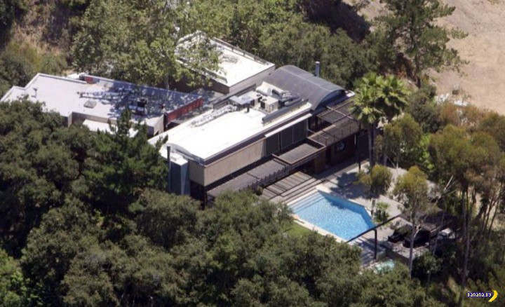Полиция опознала мертвеца в бассейне Деми Мур