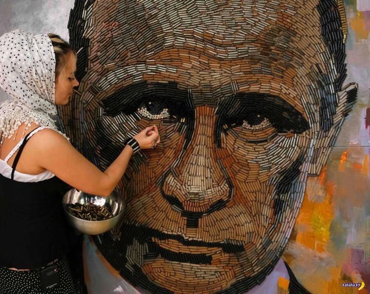 Портрет Путина из стреляных гильз