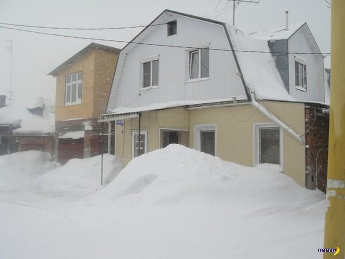 Как парень себе дом над гаражом построил