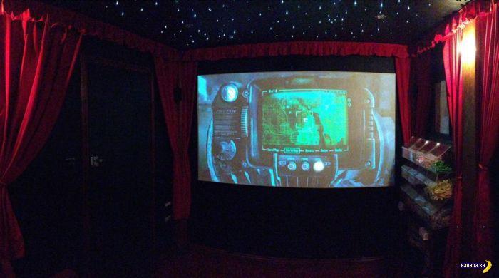 Кинотеатр на заднем дворике