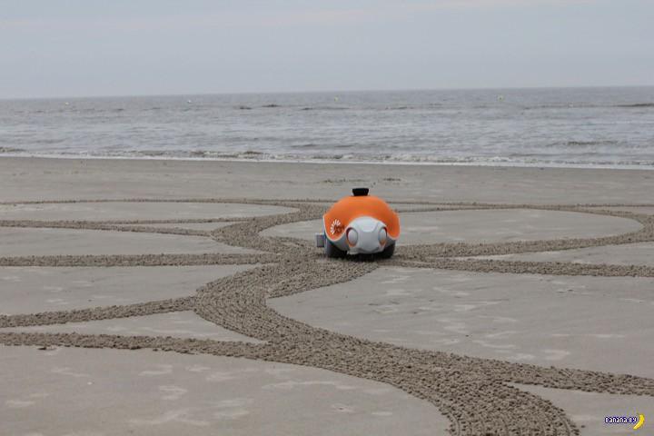 Робот-черепаха разрисовывает пляжи