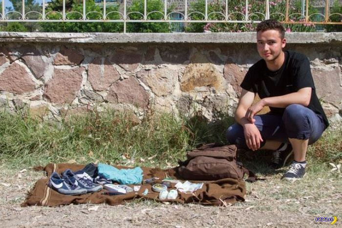 Что в карманах у беженцев?