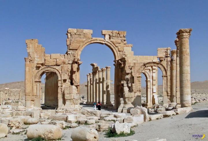 Боевики ИГИЛ взорвали Триумфальную арку в Пальмире