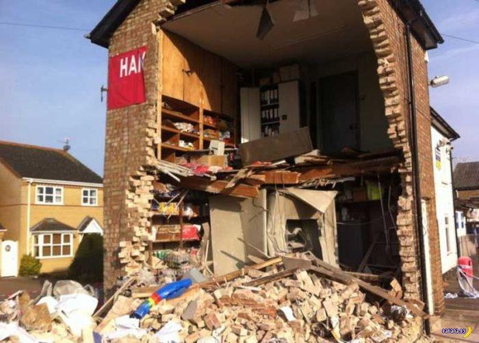 Хотели украсть банкомат и разрушили дом