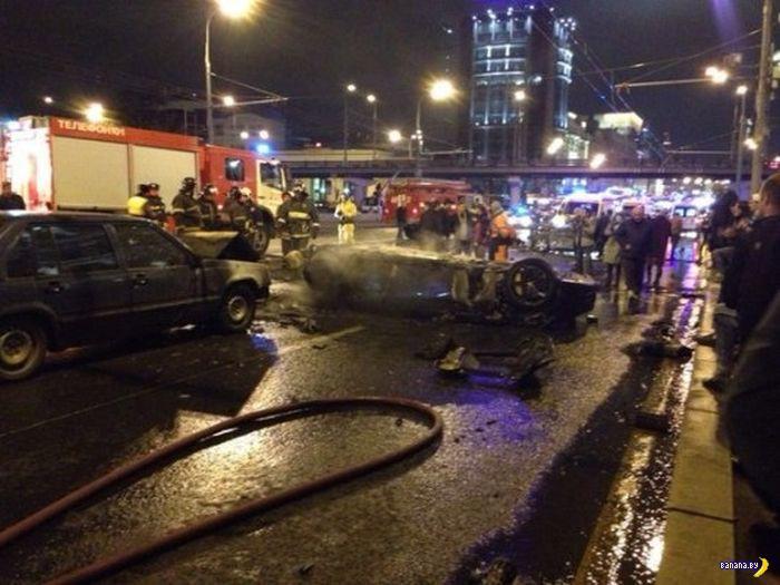 В Москве в ДТП взорвалось Ferrari
