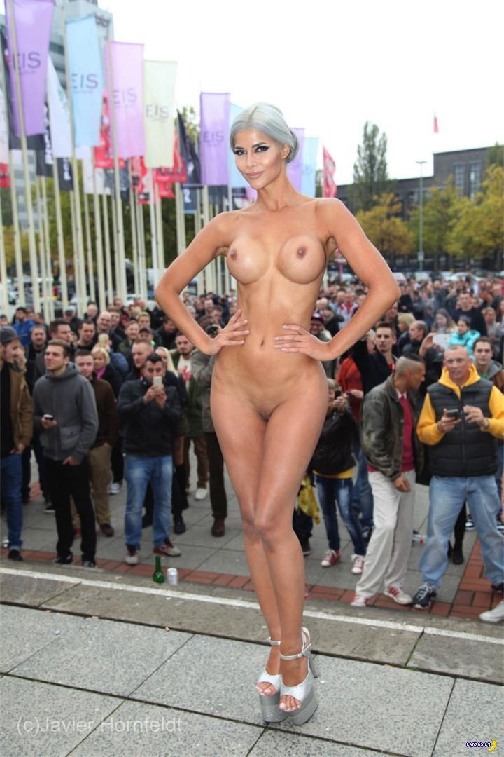 Микаэла Шефер и выставка Venus 2015