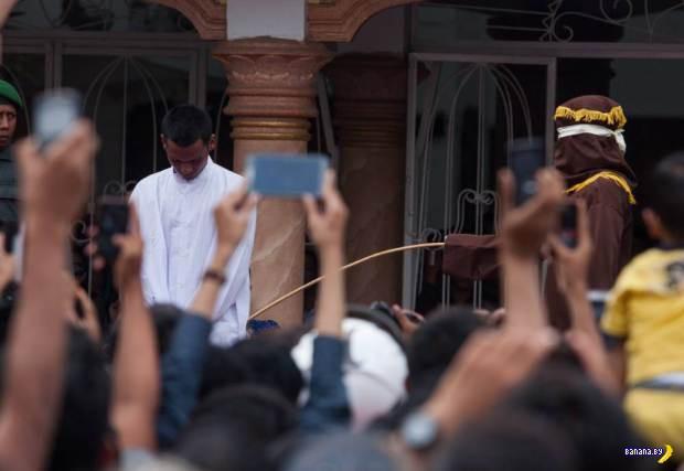 Больно быть геем в Индонезии