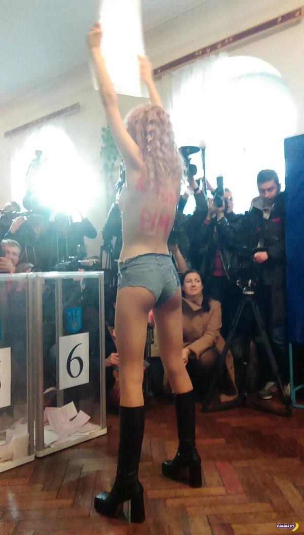 FEMEN против Кличко