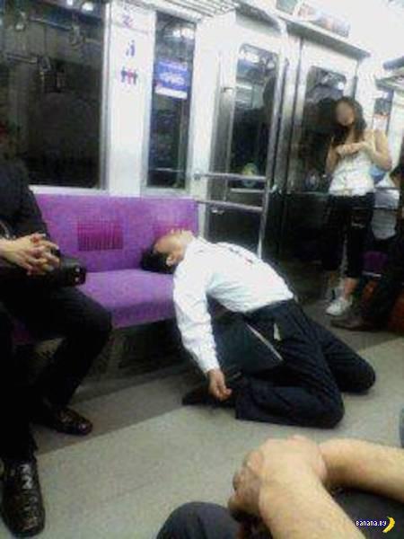 Убитые японские офисные рабы