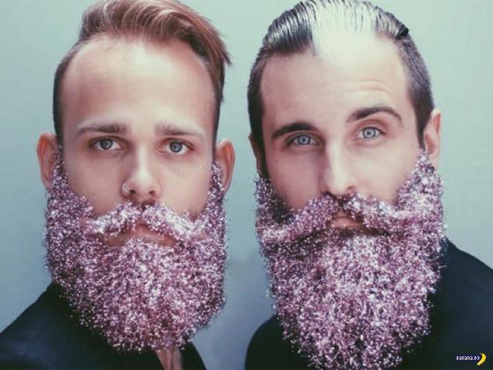 Женщины ответили на новогодние бороды с блестками