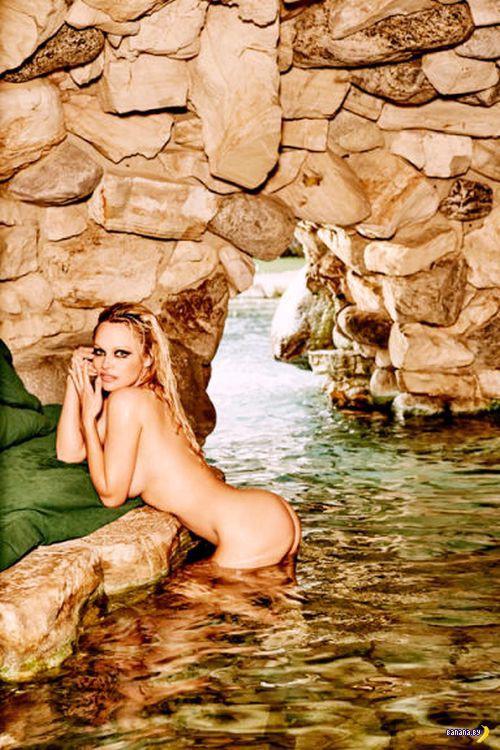 Последней голой моделью Playboy станет Памела
