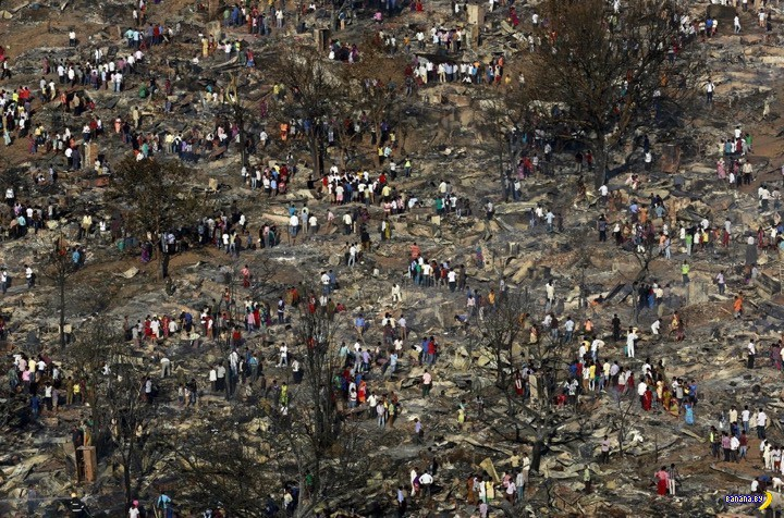 Последствия пожара в индийских трущобах