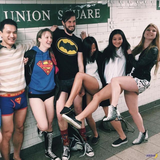 Голые задницы в метро