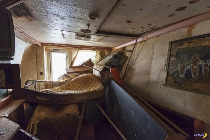 Внутри поднятого лайнера Costa Concordia