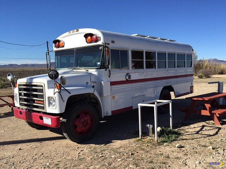 Очередной дом на колесах из школьного автобуса