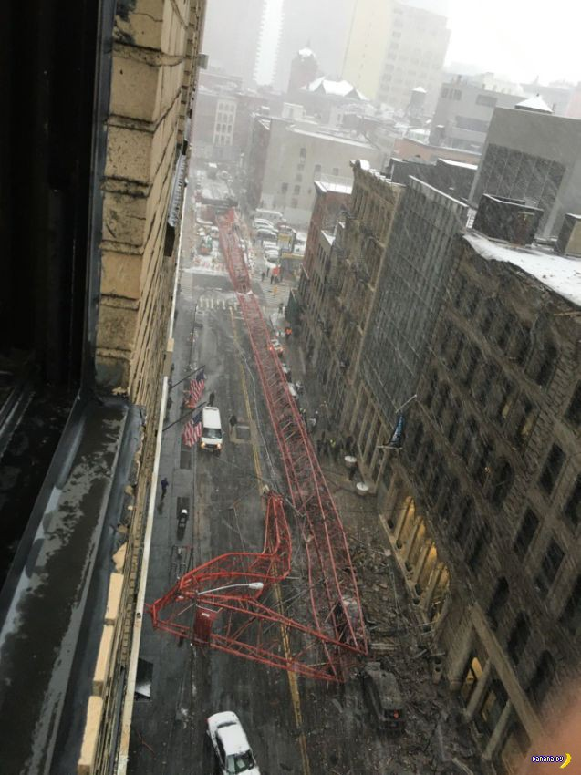 В Нью-Йорке рухнул огромный подъемный кран