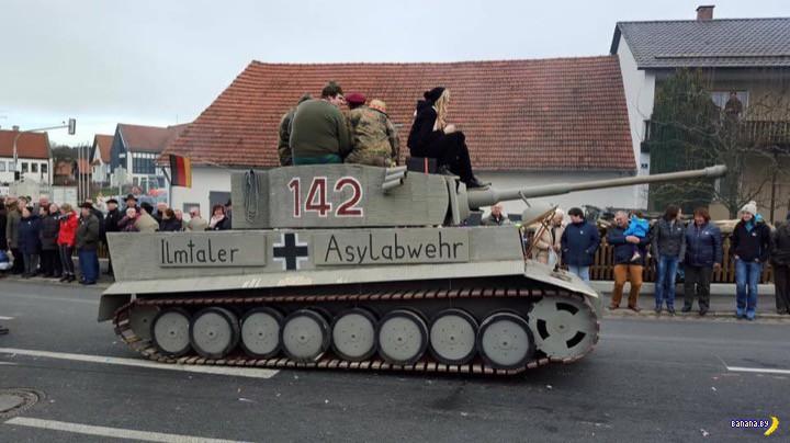 """Немцы выехали на фанерном """"Тигре"""" гонять беженцев"""