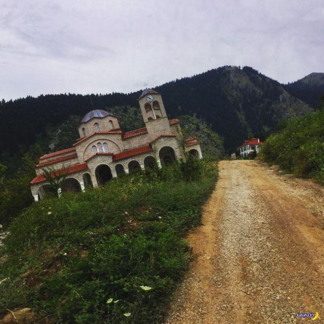 Пьяная деревня в Греции