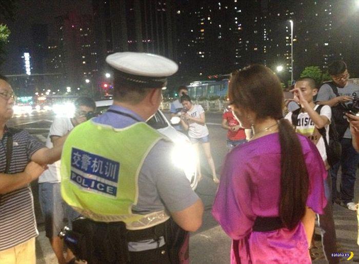 Китайская полиция и дальний свет