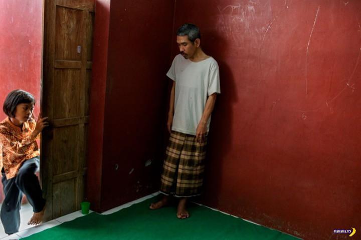 Жуткие фото –психушка в Индонезии
