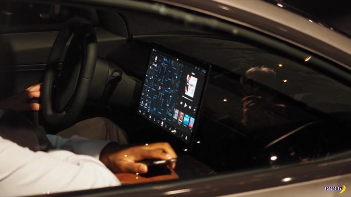 А вот и Model 3 от Tesla