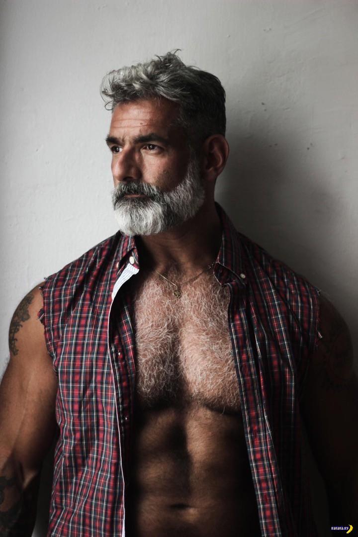 Гей-фотограф фотографирует геев