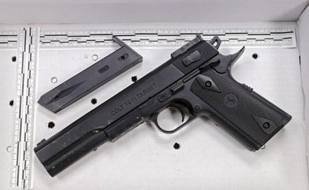 Вопрос про игрушечные пистолеты