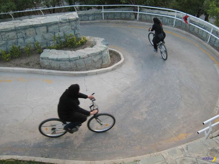 Аллах против женщин на велосипедах